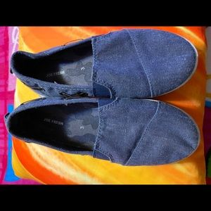 Kids slip in shoes size 3 Youth